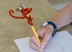 Πώς να φτιάξετε ένα διακοσμητικό μολυβιού με τα πιο απλά υλικά