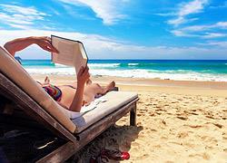 Τα καλύτερα βιβλία για την παραλία θα τα βρείτε στα Public!