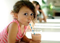 4 δροσιστικά ροφήματα για παιδιά που δεν πίνουν γάλα