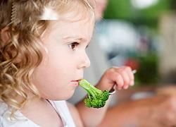 4 έξυπνα κόλπα για να τρώει το παιδί πιο υγιεινά