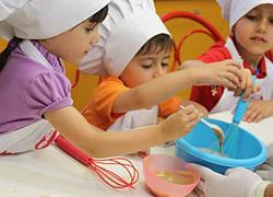 Κερδίστε 5 διπλές προσκλήσεις για το πασχαλινό πρόγραμμα του Kids Cooking Club!