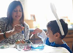 «Μαμά, βαριέμαι στο σπίτι»: Τι να κάνετε με τα παιδιά όταν κλείσουν τα σχολεία