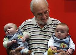 Ο άνθρωπος που έσωσε πάνω από 2 εκατομμύρια μωρά δίνοντας αίμα για 60 χρόνια