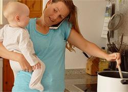 Πώς να κάνετε τις δουλειές του σπιτιού χωρίς να σας αποσυντονίζουν τα παιδιά