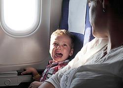 Πώς να είναι ήσυχο το παιδί όταν ταξιδεύετε με αεροπλάνο
