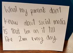 «Αυτό που δεν ξέρουν οι γονείς μου για τα social media είναι ότι...»: Τι κάνουν πραγματικά οι έφηβοι όταν «σερφάρουν»