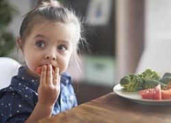Τι πρέπει να τρώει το παιδί για καλύτερες επιδόσεις στο σχολείο