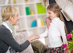 Πώς θα μάθετε στο παιδί σας καλούς τρόπους συμπεριφοράς