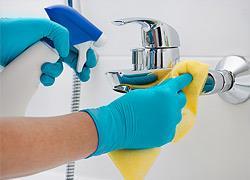 Πώς να απολυμάνετε το μπάνιο σαν επαγγελματίας
