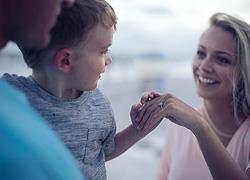 Πώς να πλησιάσετε τα παιδιά του συντρόφου σας