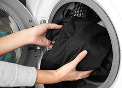 Πώς να διατηρήσετε τα μαύρα ρούχα σας σαν καινούρια