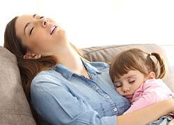 Νιώθετε συνέχεια κουρασμένη; Ποιες βιταμίνες μπορεί να λείπουν από τον οργανισμό σας