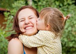 Πώς πρέπει να συμπεριφερόμαστε στα παιδιά (ακόμη κι αν δεν έχουμε δικά μας)