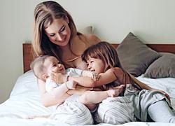 7 μαμάδες αποκαλύπτουν τι έκαναν διαφορετικά στο δεύτερο παιδί