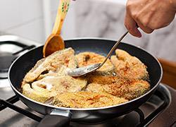 Πώς να διώξετε την έντονη μυρωδιά του τηγανιτού από το σπίτι
