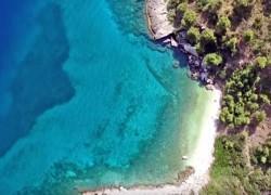 5 κρυμμένες παραλίες της Αττικής για ήσυχες βουτιές