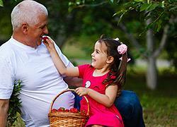 Καλοκαίρι στο χωριό με τη γιαγιά και τον παππού: ένα σπουδαίο δώρο για τα παιδιά