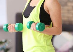 Αποκτήστε τέλεια μπράτσα με 5′ άσκησης την ημέρα