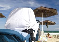 Μην σκεπάζετε το καροτσάκι του μωρού για να κάνετε σκιά, προειδοποιούν οι ειδικοί