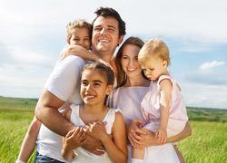 «Ευτυχισμένοι μαζί ύστερα από 15 χρόνια και 3 παιδιά. Αυτές είναι οι συμβουλές μας.»