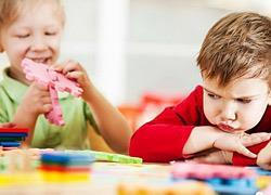5 φράσεις που βοηθούν το παιδί να μην τα παρατάει με την πρώτη δυσκολία