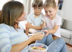 8 κανόνες των γονιών που δεν πειράζει να σπάνε κάπου κάπου