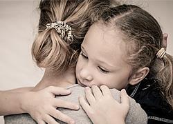 «Μαμά, φοβάμαι να μεγαλώσω»: Η αγωνία που φέρνει η νέα σχολική χρονιά