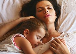 Η 6χρονη κόρη μου θέλει να κοιμάται μαζί μου. Πώς μπορώ να της το κόψω;