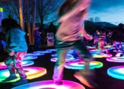 Πάρκο Σταύρος Νιάρχος: Εντυπωσιακές φωτεινές εγκαταστάσεις με ελεύθερη είσοδο