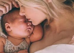 «Κοιμηθείτε αγκαλιά με τα παιδιά σας, δεν υπάρχει τίποτε ομορφότερο στον κόσμο!»