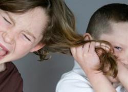 Αδερφικό bullying: όταν η κόντρα μεταξύ αδερφών ξεπερνάει τα όρια