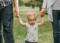 Οι 5 χρυσοί κανόνες για την ανατροφή των παιδιών, από την κούνια ως την ενηλικίωση