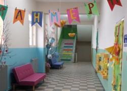 Το πιο πολύχρωμο σχολείο της χώρας βρίσκεται στην Καρίτσα Πιερίας