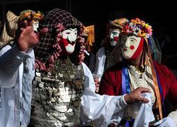 Σε ποιο καρναβάλι της Ελλάδας πρέπει να γιορτάσετε τις Απόκριες με βάση το ζώδιό σας