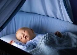 Πώς να βοηθήσετε το μωρό να κοιμάται όλη τη νύχτα