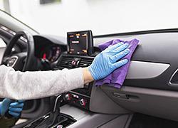 Πώς να απολυμάνετε σωστά το αυτοκίνητο για να προφυλαχτείτε από τα μικρόβια