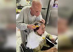 92χρονος βάφει τα μαλλιά της γυναίκας του στην καραντίνα για να νιώθει όμορφη!
