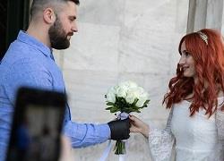 «Η ζωή συνεχίζεται...»: Γάμοι κι ευτυχισμένες στιγμές εν μέσω πανδημίας