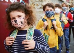 Με αντιδράσεις και ανησυχία ανοίγουν σταδιακά τα σχολεία σε όλη την Ευρώπη