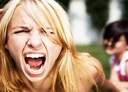 Γιατί οι μαμάδες θυμώνουν πιο εύκολα απ' τους μπαμπάδες (κι έχουν και δίκιο);
