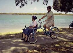 Σύζυγος φτιάχνει ειδικό ποδήλατο για τη γυναίκα του που έχει Αλτσχάιμερ!