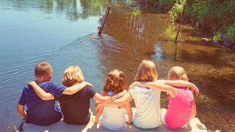 Οι καλοκαιρινές φιλίες είναι πολύτιμες για τα παιδιά μας