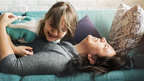 Το να μεγαλώνεις ευγενικά παιδιά είναι πολύ πιο ουσιώδες από τα χρήματα και τα πτυχία