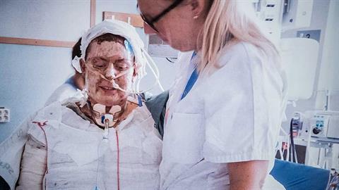 Ηρωίδα μαμά παραλίγο να καεί ζωντανή προκειμένου να σώσει τα 6 παιδιά της