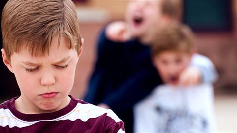 «Ο γιος μου απάντησε με βία στο bullying και του είπα ότι είναι λάθος (κι ας είχε δίκιο)»