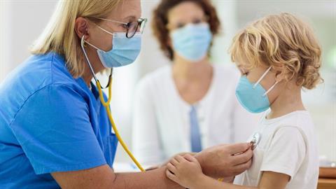 Συμπτώματα COVID-19 στα παιδιά: Τι νέο γνωρίζουμε