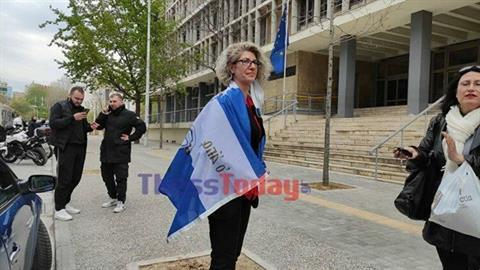 Eλεύθερη η 49χρονη που συνελήφθη για αναρτήσεις της κατά των self test