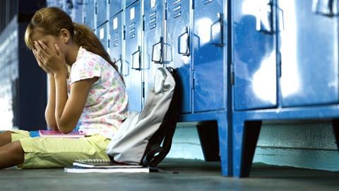 Χειροπέδες σε καθηγητή Γυμνασίου – επιτέθηκε σεξουαλικά σε 12χρονη μαθήτρια