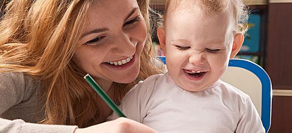 Μάθετε στο παιδί να μιλά χωρίς να… μιλάτε
