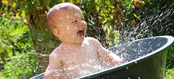Καύσωνας, ζέστη και μωρό: Τι να προσέξετε
